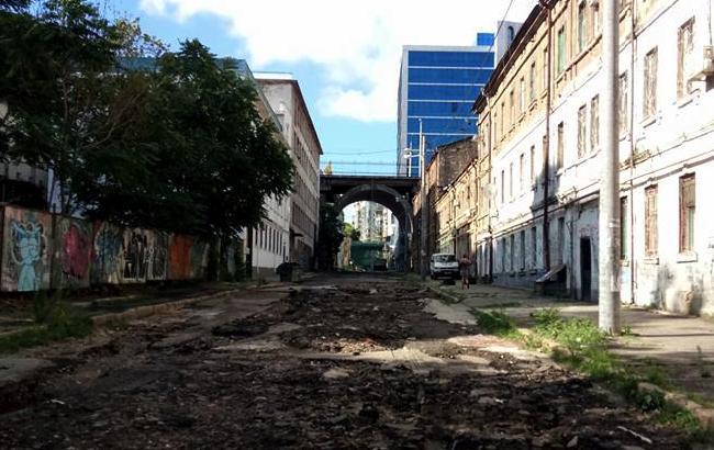 В Одесі злива змила залишки асфальту з дороги