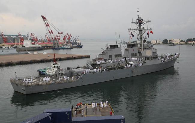 Американский эсминец столкнулся сбуксиром уберегов Японии
