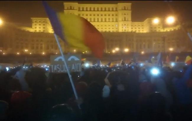 Десятки тыс. возмущенных румын вышли наулицы сантикоррупционными протестами