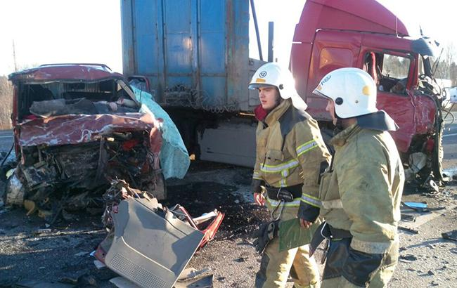 В Вологодской области разбился микроавтобус, погибли семь человек