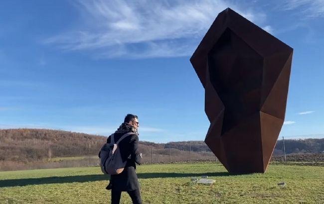 Парк майбутнього під Львовом: як побачити скульптури з натяком на тисячу років вперед