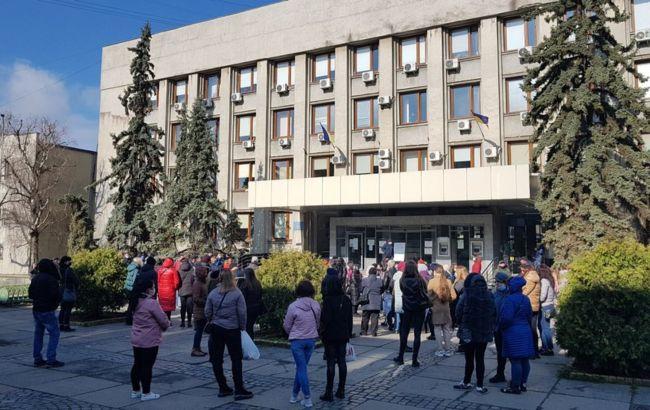 """В Ужгороде предприниматели вновь вышли на акцию против ограничений """"красной"""" зоны"""