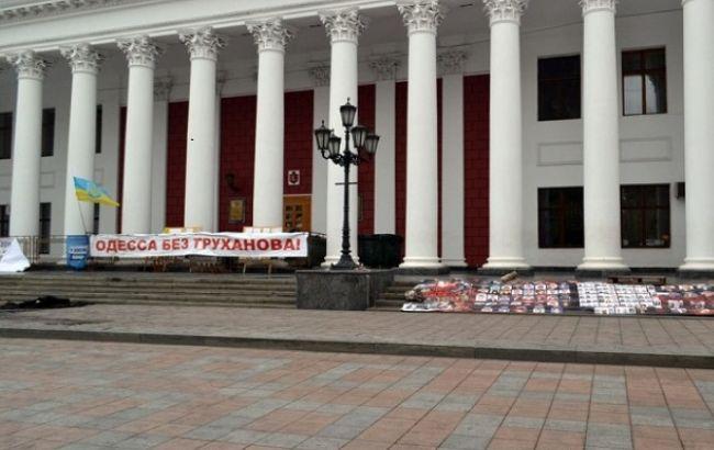 Заместитель одесского мэра силой разблокировал входы в горадминистрацию