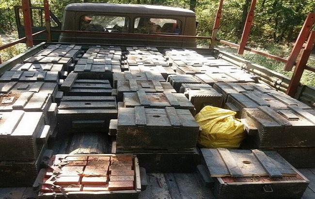 Фото: СБУ виявила схованку з 75 ящиками тротилу