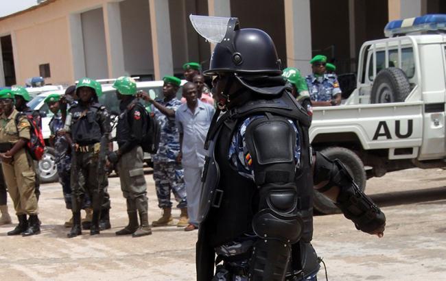Фото: в Сомали смертник подорвал автомобиль с взрывчаткой