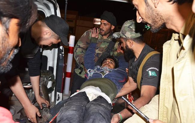 Фото: кількість жертв нападу в Пакистані продовжує зростати