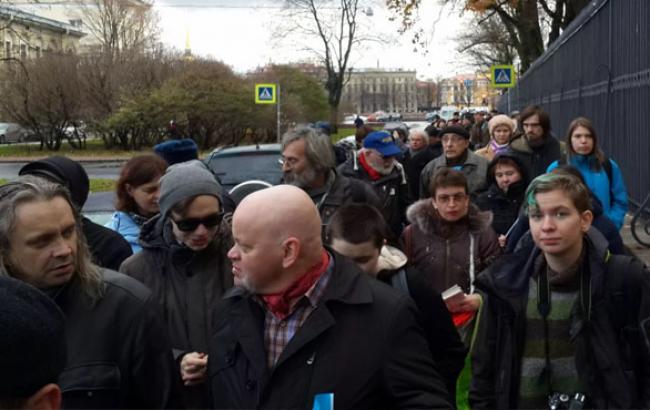 Фото: Активисты прошли от Васильевского острова до площади Сахарова (5.ua)