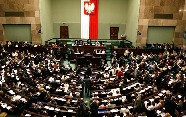 Польская оппозиция заблокировала все выходы из здания парламента