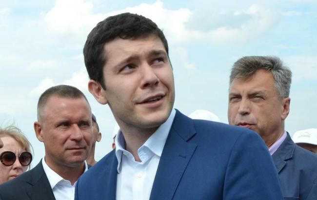 Губернатор з Росії носив куртку з нацистської символікою