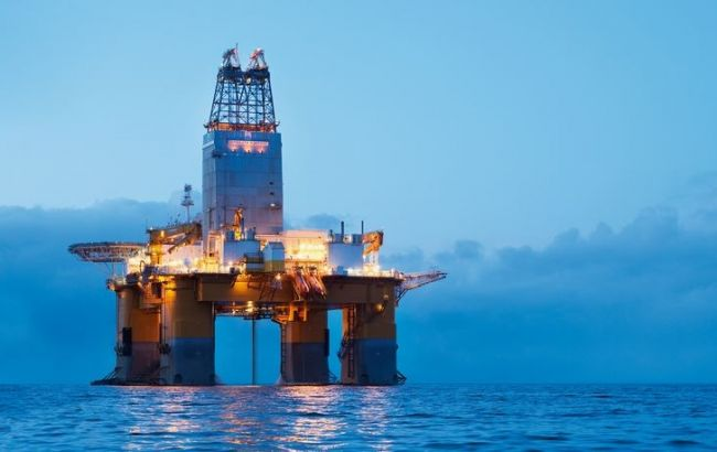 Ціна нафти Brent опустилася нижче 56 доларів за барель