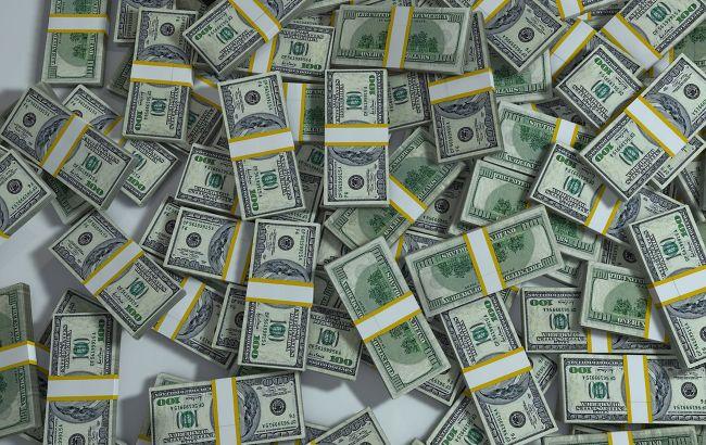 Курс доллара ускорил падение на межбанке