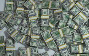 Курс доллара растет второй день подряд после падения до годового минимума