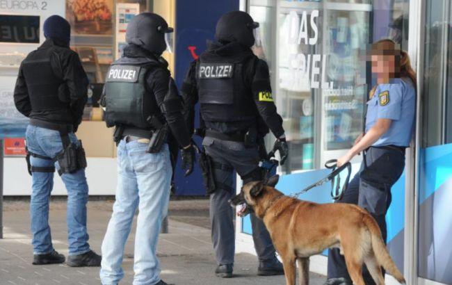 Фото: немецкие правоохранители у ресторана