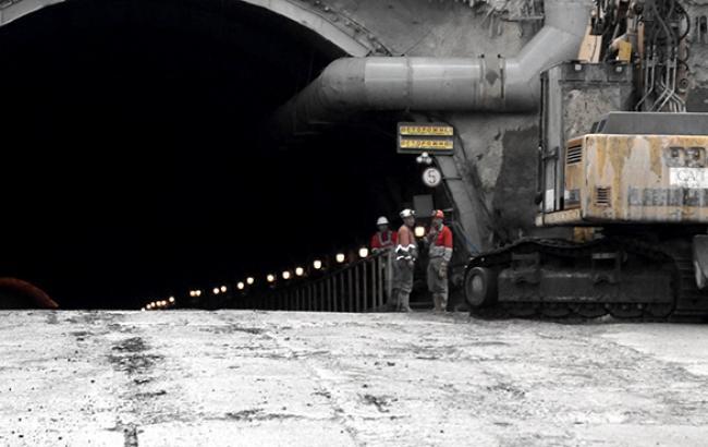 У Мінінфраструктури підтвердили плани завершити будівництво Бескидського тунелю в І кварталі 2017 року