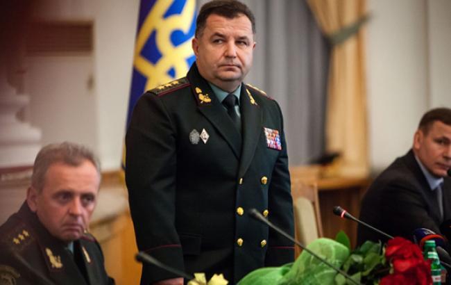Полторак наградил именным оружием 10 волонтеров по случаю годовщины ВСУ