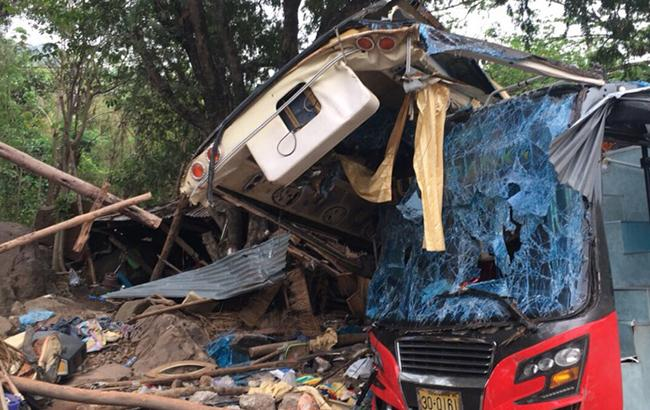 У Таїланді в результаті ДТП з автобусом загинули 18 людей