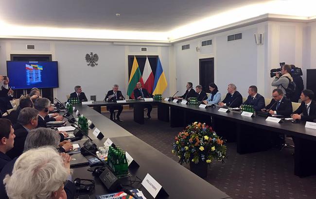 Україна, Польща і Литва закликали G7 до санкцій проти морських портів РФ в Азовському морі