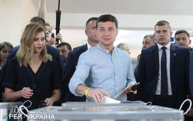Зеленский проголосовал на внеочередных выборах в Раду