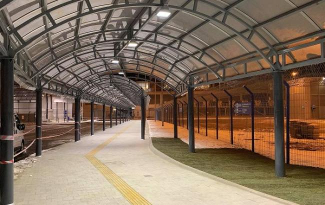 """В """"Борисполе"""" достраивают крытый переход от железнодорожных платформ к терминалу D"""