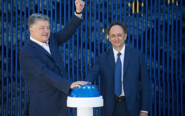 Фото: Петр Порошенко и Хьюг Мингарелли (president.gov.ua)
