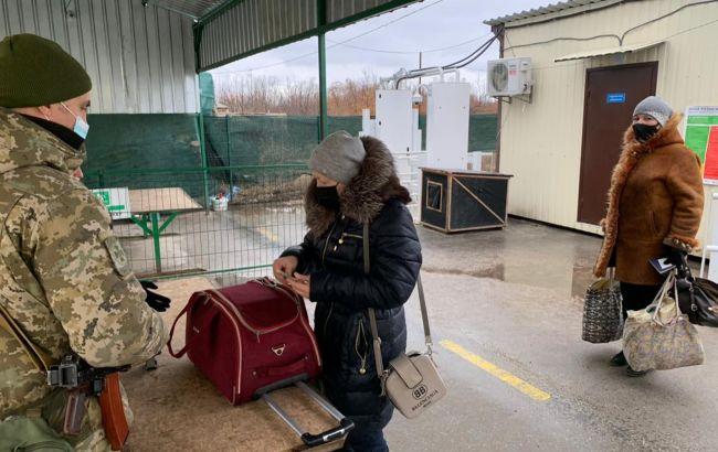Україна в ТКГ закликала відновити пропуск пенсіонерів через КПВВ, але Росія проти
