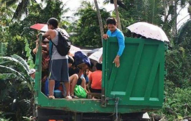 """На Філіппінах евакуйовують людей через тайфун """"Каммурі"""""""