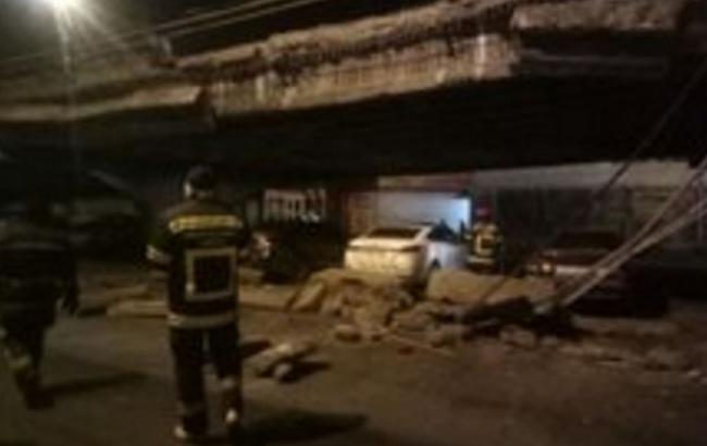 Фото: обвал моста в Киеве
