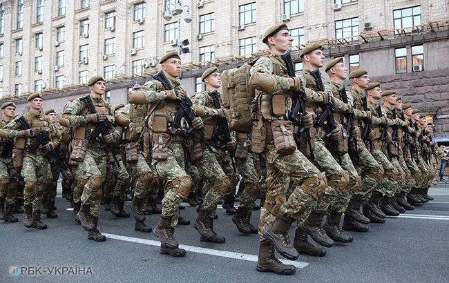 Примут на вооружение: как и зачем меняется приветствие и имидж украинской армии