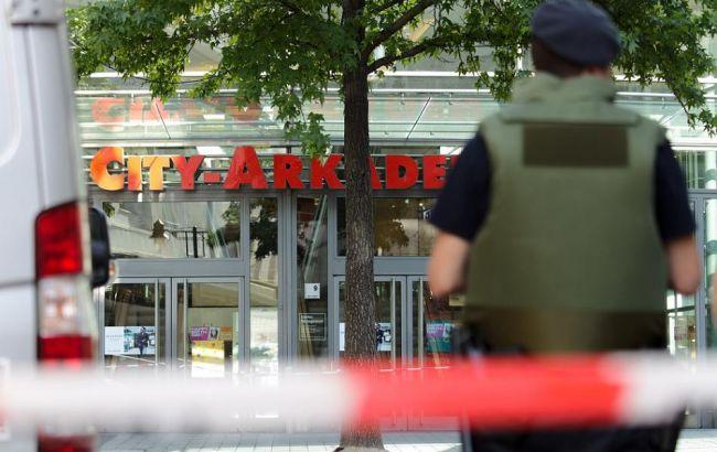 Фото: в поліцію Німеччини надійшла інформація про замінування торгового центру