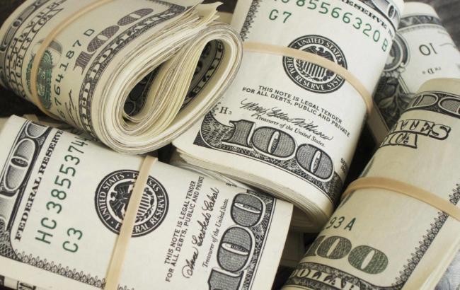 Курс доллара на межбанке на 12:30 повысился до 28,06 гривен/доллар