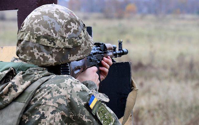 Бойовики на Донбасі відкрили вогонь біля Кримського, поранений український військовий