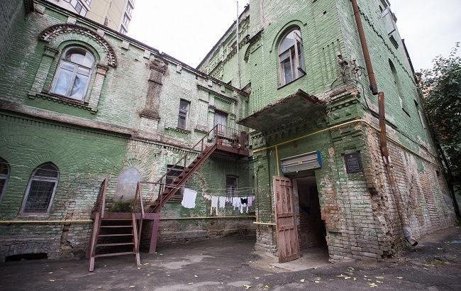Фото: Будівля колишнього ремісничого училища у Києві, побудованого у 1879 році, знаходиться в жахливому стані (РБК-Україна)