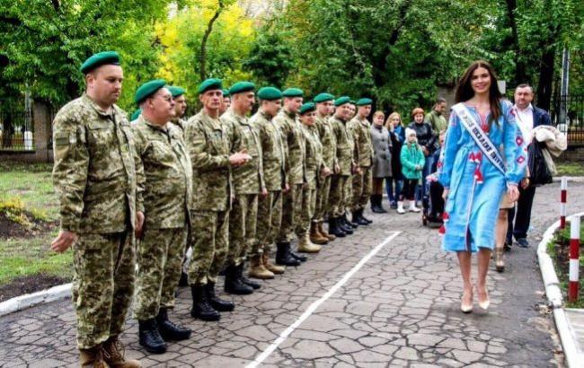 Фото: Олена Сподинюк на Донбасі (прес-служба)