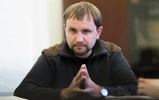В'ятровича хочуть звільнити: українці яро захищають історика