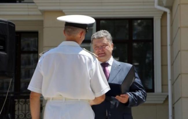 Фото: Порошенко вручив військовим ордери на квартири (obozrevatel.com)