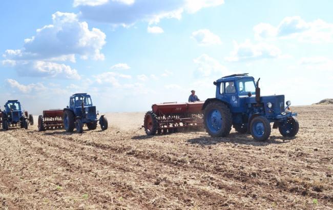 Фото: все области Украины начали посевную кампанию