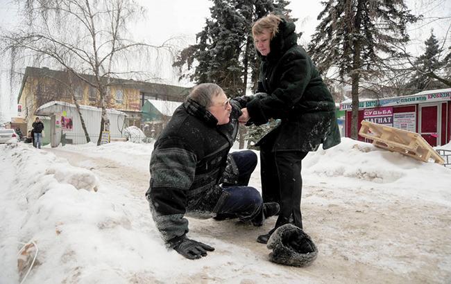 Ожеледь в Україні: як правильно пересуватися і не впасти на вулиці