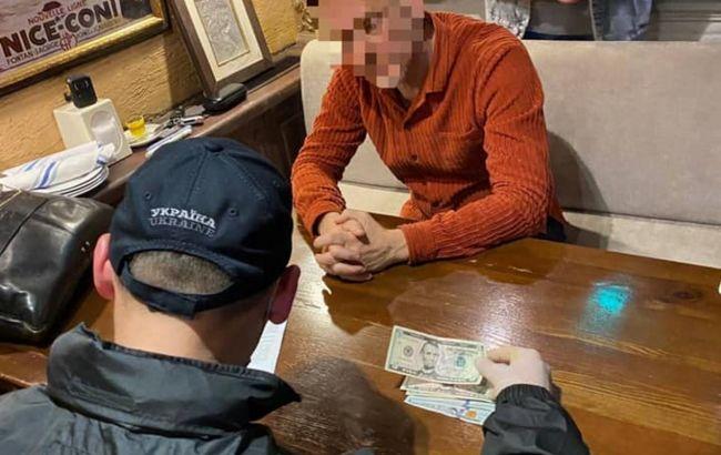 На Одеській митниці розкрили схему отримання хабарів за розмитнення автомобілів