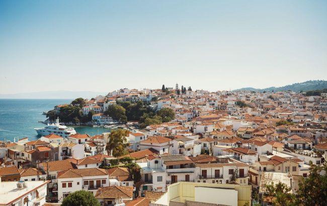 Греція готова приймати туристів лише з 20 країн