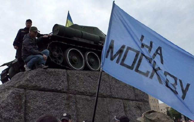 espreso.tv У Житомирі під час ходи 9 травня розгорнули прапор