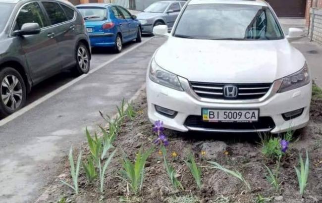 Фото: Машина автохама (facebook.com/dtp.kiev.ua)