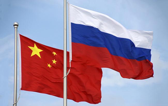 Фото: Прапори Росії і Китаю (mil.ru)