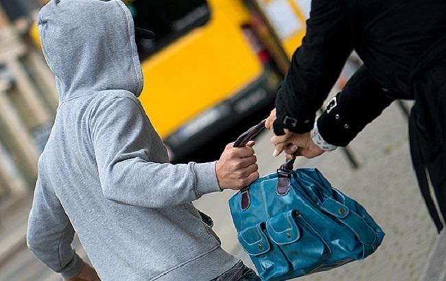 Справжні чоловіки: студенти затримали злодія, який обікрав вагітну жінку