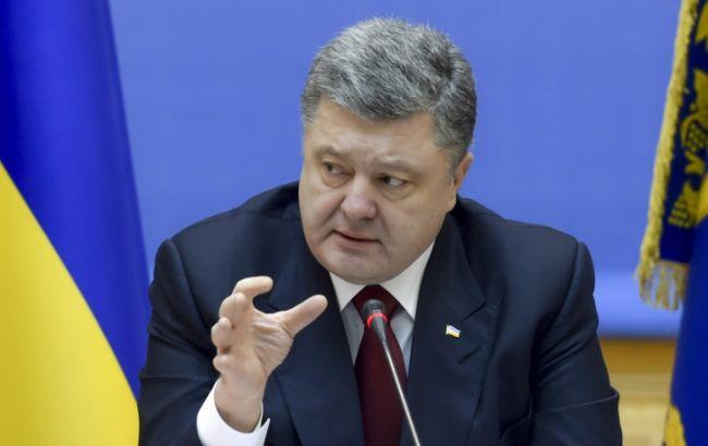 Порошенко: на Донбассе планируется открытие новых центров предоставления админуслуг