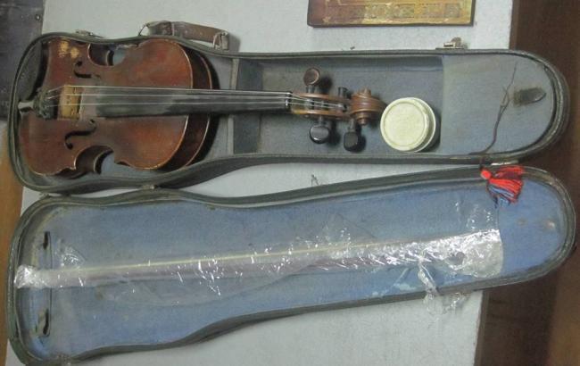 Фото: скрипка Stradivarius (facebook.com/SFSofUkraine)