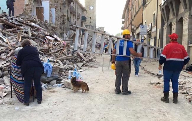 Фото: спасательные операции по извлечению пострадавших после землетрясения  в Италии продолжаются