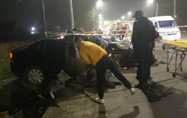 В Николаеве полицейские на авто врезались в столб, есть погибший