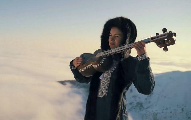 """Колядку """"Щедрик"""" виконали на вершині гір: це звучання вас зачарує (відео)"""