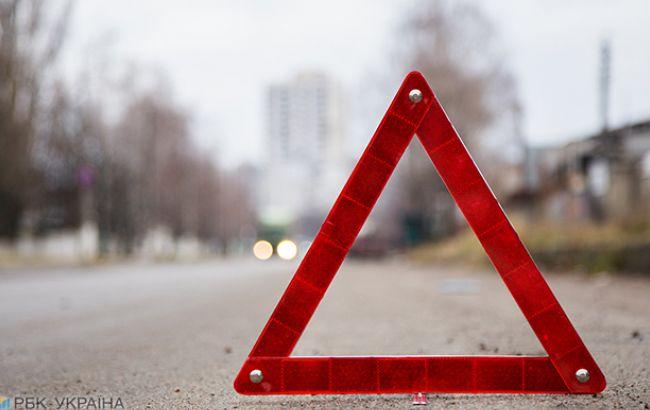В Хмельницкой области автомобиль сбил маму с дочкой