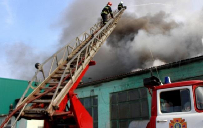 Фото: ліквідація пожежі на заводі в Тернополі